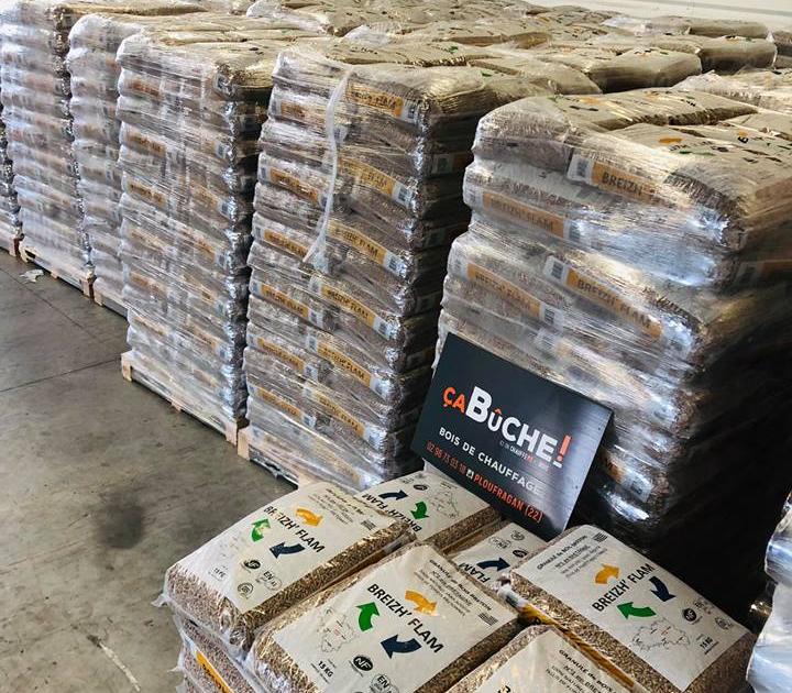 Entrepôt avec granulés de bois