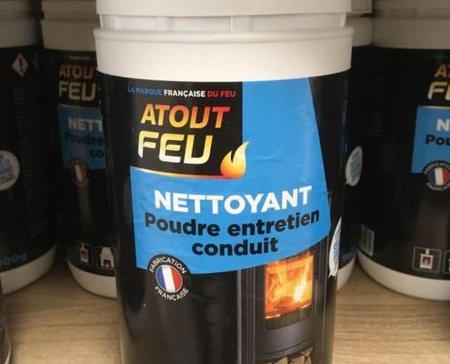 Poudre nettoyante pour conduit de poêles, cheminées ou inserts